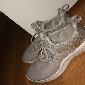 NIKE ROSE GOLD SNEAKERS SIZE 9